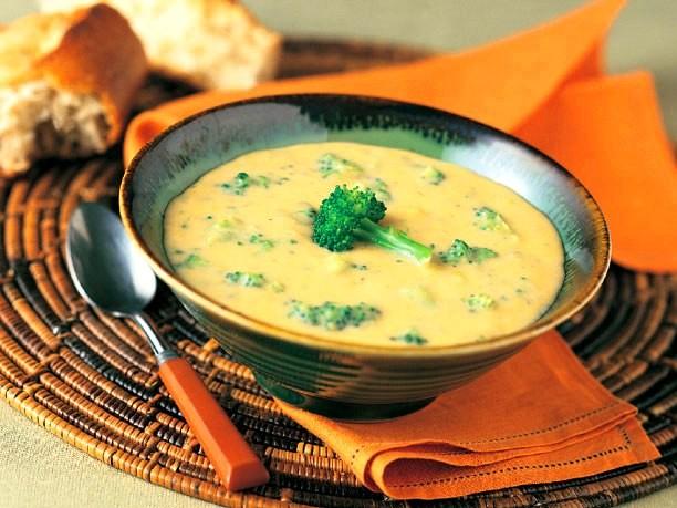 Broccoli_cheese_soup_1